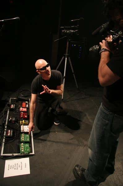 Video: Joe Satriani's Chickenfoot Pedalboard and Gear