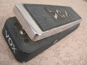 how does a Wah guitar pedal work