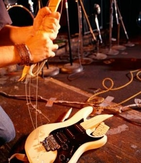 smashing-your-guitar-axe-smashing