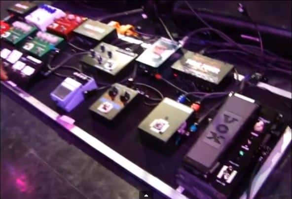 Joe Satriani's talks about his pedalboard