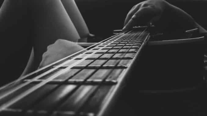 Acoustic Guitar vs Electric Guitar