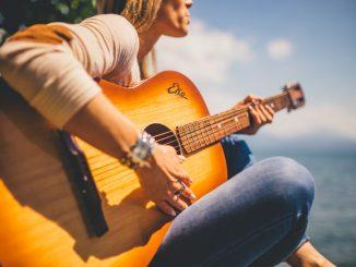 Learning Easy Acoustic Guitar Songs